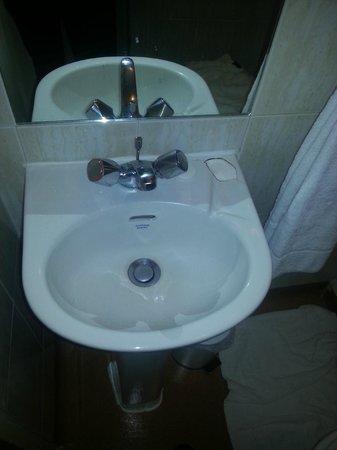 Berjaya Eden Park London Hotel: Bathroom