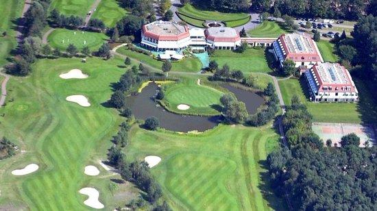 Golf Resort Semlin am See: Bahn 18 und 27 im Vordergrund