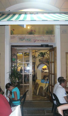 Garden Pub: Ingresso
