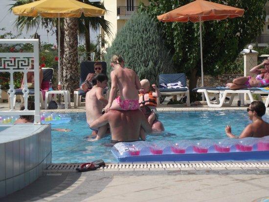 Roula Studios : Family fun in the pool