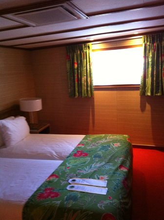 SS Rotterdam: Comfortable beds in our cabin