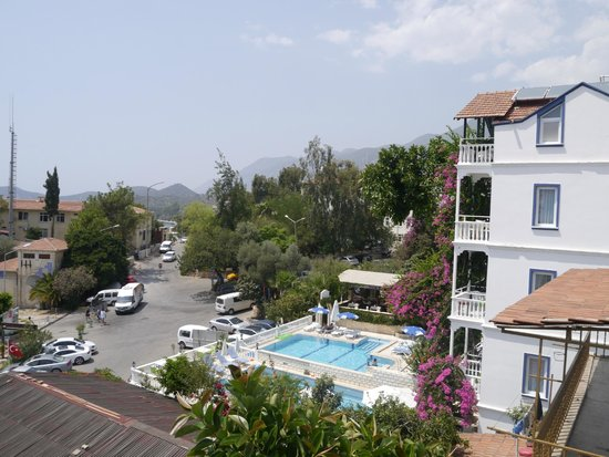 Linda Beach Hotel: The view looking left