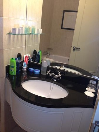 Thorpe Park Hotel & Spa: sink area