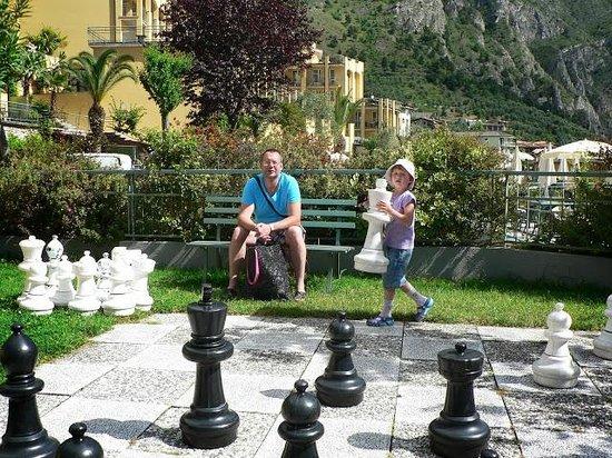 Hotel Cristina: Поиграем в шахматы!
