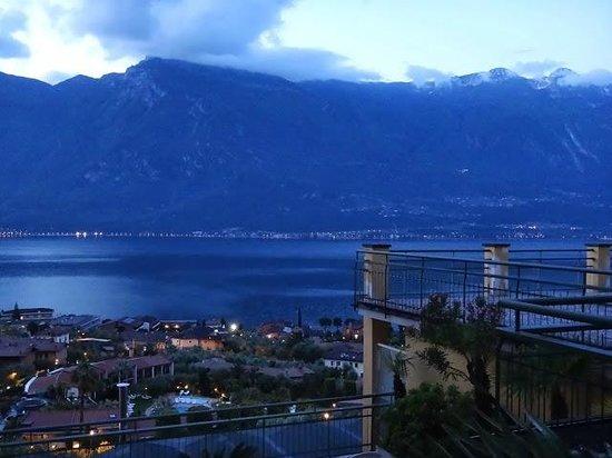 Hotel Cristina: Великолепные горы вечером