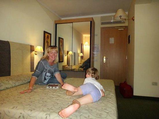 Hotel Cristina: просторный номер