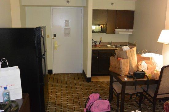 Hawthorn Suites by Wyndham Orlando Convention Center: kitchen area