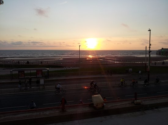 Hotel Craig-Y-Don: sunset from seaview room