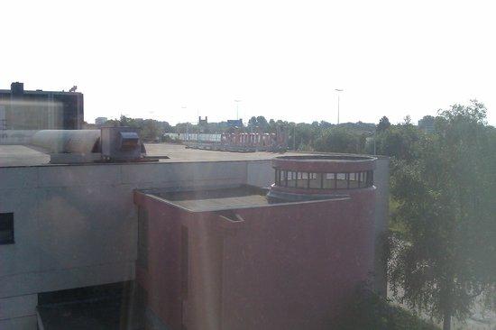 Mercure Groningen Martiniplaza: uitzicht op naastgelegen martiniplaza