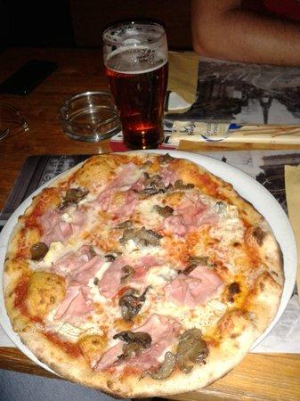 Birreria Pizzeria Blue Marlin : Prosciutto e funghi con brie
