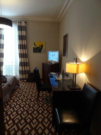 Hotel Juana: Room 209