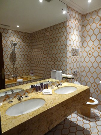 Hotel Juana: spotlessly clean bathroom