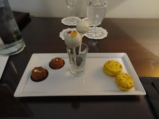 Hotel Juana: Welcome chocolates on arrival