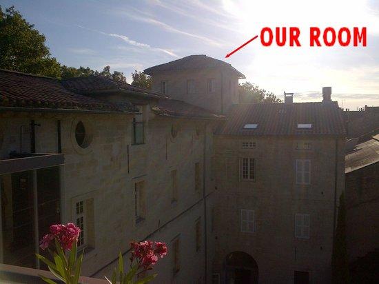 Hotel Cloitre Saint Louis: Room outside