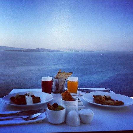 Katikies Hotel: Breakfast in Room