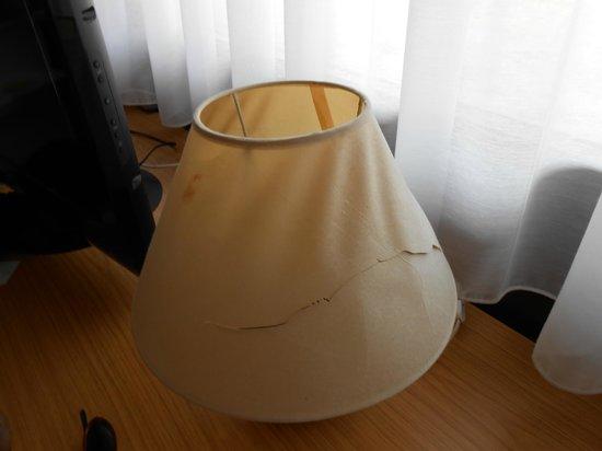 Campanile Salon de Provence : lampe trouée