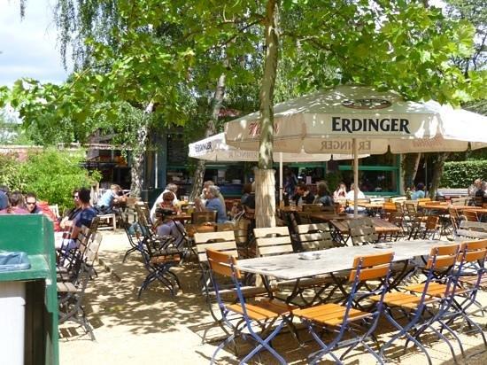 Schleusenkrug: Quiet afternoon in the beer garden