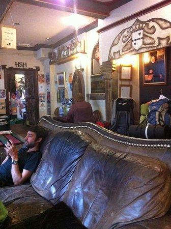 High Street Hostel: Bad-smell Sofa in Lobby