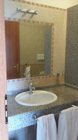 Hotel Baia Marina: Specchio e Lavabo