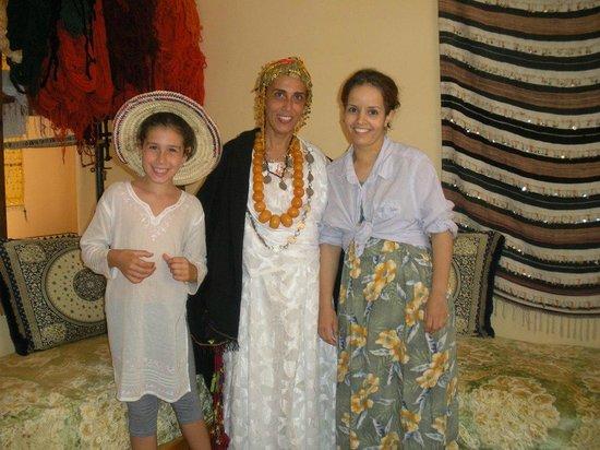 Maison d'Hotes Sahara: BERBER WOMEN