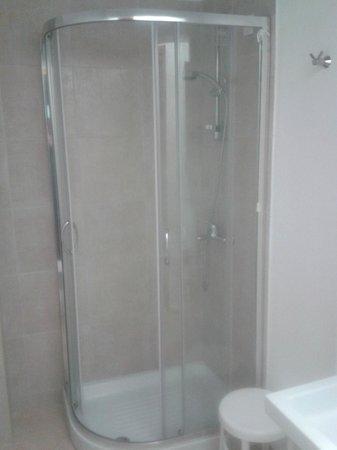 Hotel Candia: Dusche