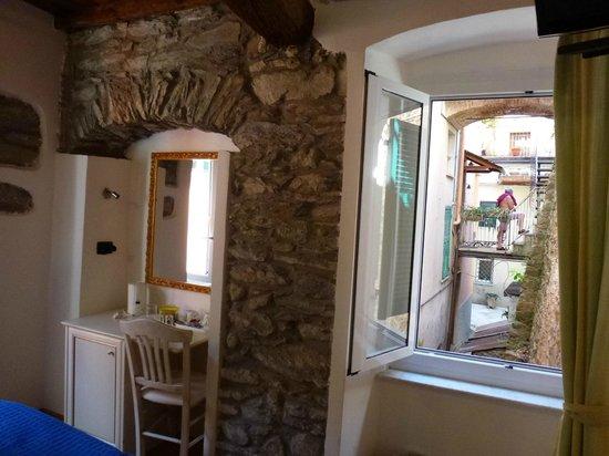 Locanda Ca' dei Duxi : chambre et vue sur la ruelle