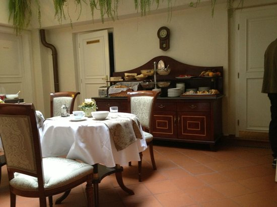 Boutique Hotel Constans: part of breakfast room