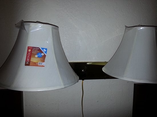 Executive Inn: Lamp shades by the beds