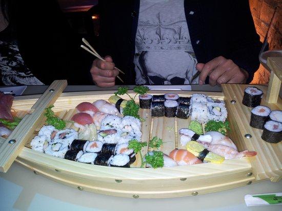 Sushi Cueva : Barca 40 pezzi