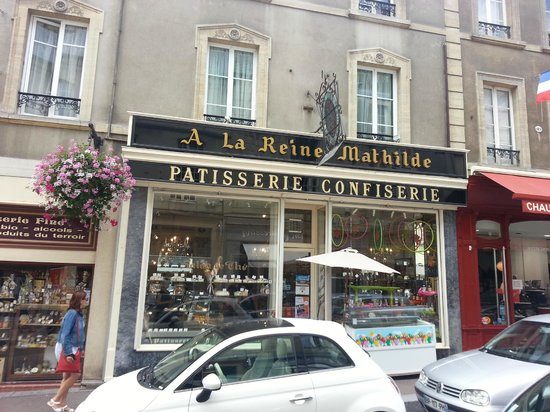 Confiserie Reine Mathilde: The Exterior