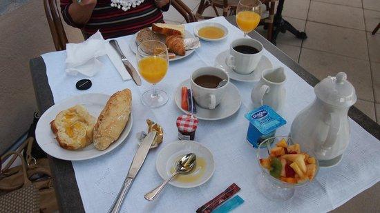Hôtel Le Sauvage : Le petit dejeuner