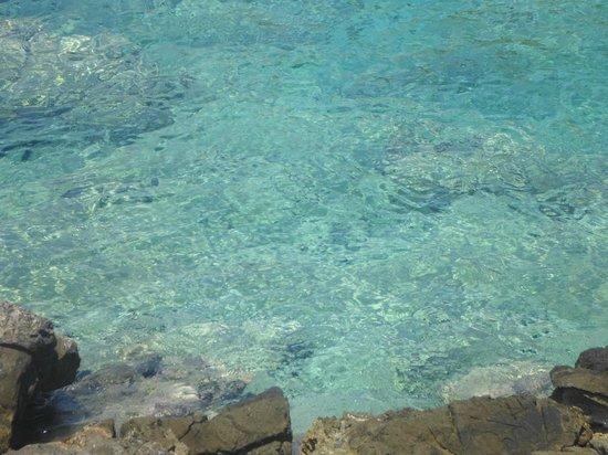 Aponisos Beach: Γαλάζια Νερά
