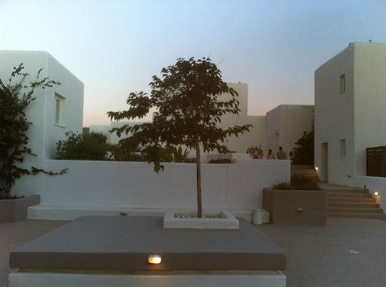 Archipelagos Resort Hotel : Common area of hotel grounds