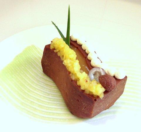 Restaurant Hiely Lucullus: Baba au Rhum et fruits exotiques extraordinaire !