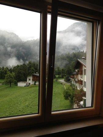 Hotel Finkenbergerhof: вид из окна на заоблачные горы