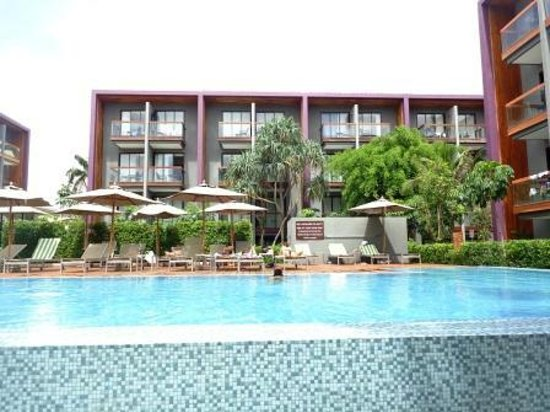 Holiday Inn Express Phuket Patong Beach Central: Pool