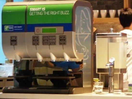 Holiday Inn Express Phuket Patong Beach Central: Smart coffee machine