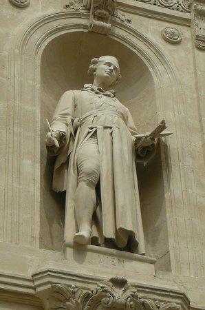 Musée Fabre : Statue du peintre J-M VIEN