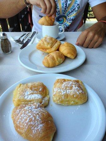 Kalimera Mare Hotel: cornetti a colazione