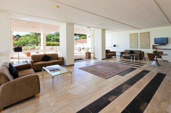 Villa Doris Suites: Reception