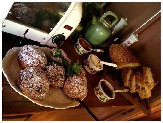 Fanny's Bed and Breakfast: Homemade muffins and breads