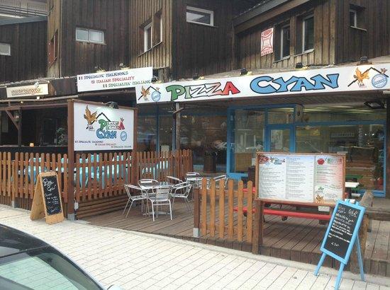 Pizza Cyan: Dehors