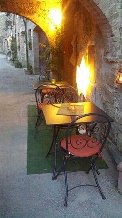 Osteria  San Quirico : romantico porticato esterno