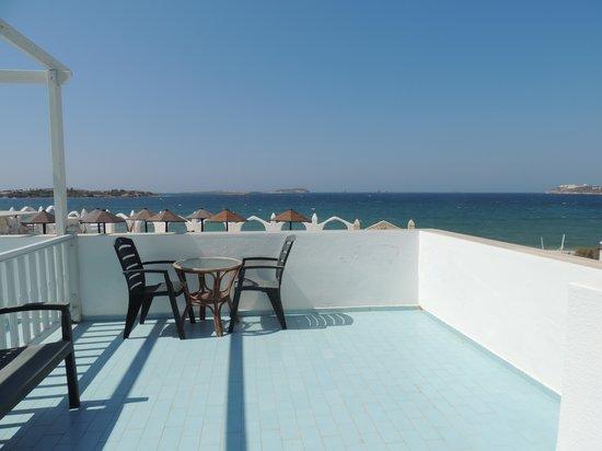 Holiday Sun Hotel: notre terrasse !!!!!!