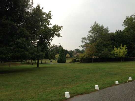 De Vere Venues Horsley Park: Lovely grounds at Horsley Park