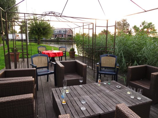 Tulip Inn Amsterdam Riverside: zitje aan het water