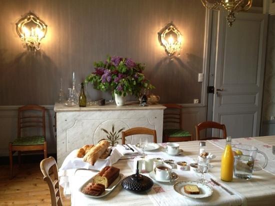 Le Rézinet  : elegant dining room
