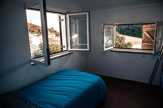 Guincho Surf House: 3 Bedroom shared room