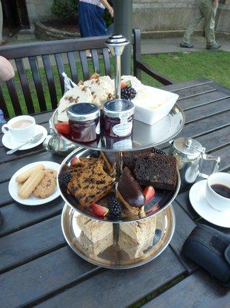 Mercure Blackburn Dunkenhalgh Hotel & Spa: Our delightful afternoon tea