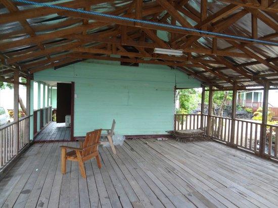 Bayview Resort: Large but basic verandah on bungalow 2